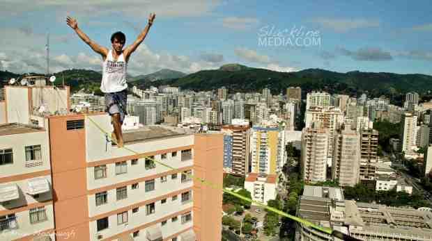 Marcio Cardoso getting the first Brazilian crossing of Niteroi's new urban highline