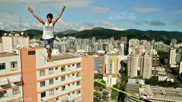 Marcio Cardoso getting the first Brazilian crossing of Niteroi's new urban highline